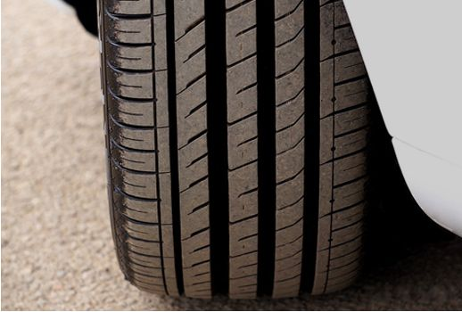 Are tires free from cuts and cracks? Are foreign objects not embedded on tires?